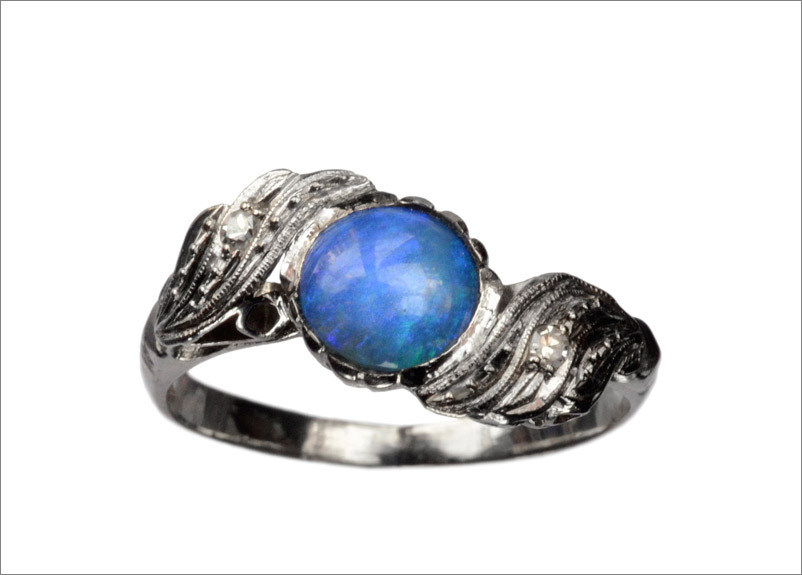 1930s Art Deco Opal & Diamond Ring, Platinum (in the online shop)
