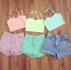 want all these outfits for summer. crop tops and shorts in a rainbow of colous pleaseeeee?