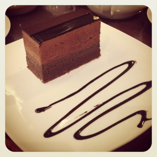 someteaandcakes:  Chocolate mousse brownie