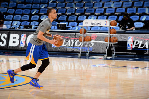 nba:  Stephen Curry of the Golden State Warriors warms up before playing against the Denver Nuggets in Game Two of the Western Conference Quarterfinals during the 2013 NBA Playoffs on April 23, 2013 at the Pepsi Center in Denver, Colorado. (Photo by Garrett W. Ellwood/NBAE via Getty Images)