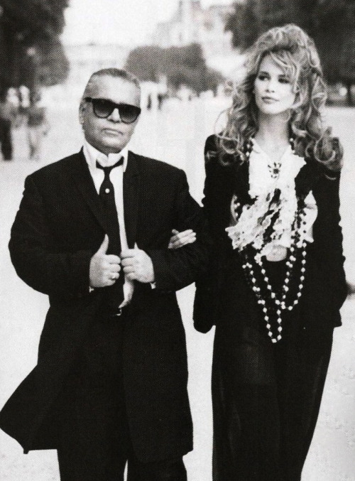 voguelovesme:  Karl Lagerfeld & Claudia Schiffer by Patrick Demarchelier for Harper's Bazaar US October 1992