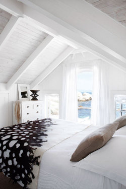 homedesigning:  (via a home right at a beach in cape town)