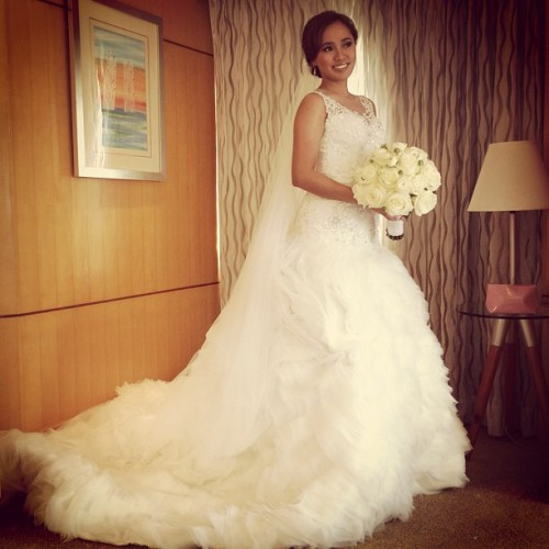 Stunning @iamkingxoxo in a @veejayfloresca gown. #weddings #bride #makeup #makeupartist #beauty #beautifulbride