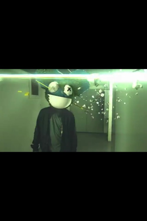volfasta:  MAU5FANS! Check-out this video, it's a beautiful deadmau5 animation by some guy.. And it's awesome!  http://youtube.com/watch?v=9umW7H9mPY8