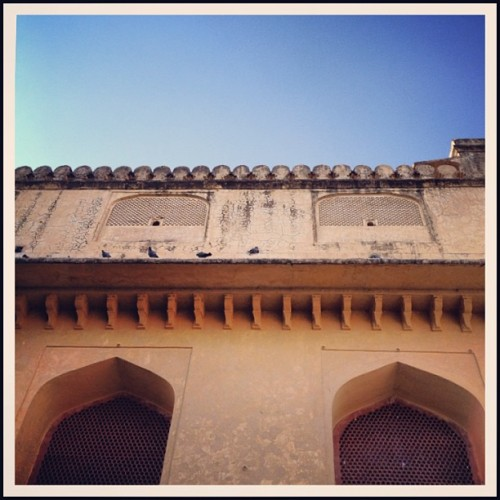 Of open windows & heroic stories. #travel #jaipur #rajasthan #instaoftheday #picoftheday #india #igers #photooftheday #webstagram  (at Amber Fort)