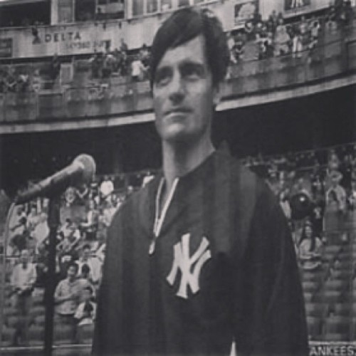 #ReasonsWhyIWishILivedInNewYork This beautiful man sang the National Anthem at the Yankees game today. 🗽😍