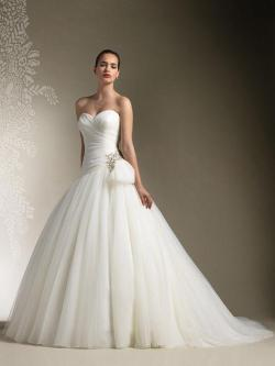 shopsimple-wedding:  Ivory Strapless Sweetheart Ruched Tulle Princess Ball Gown Wedding Dress