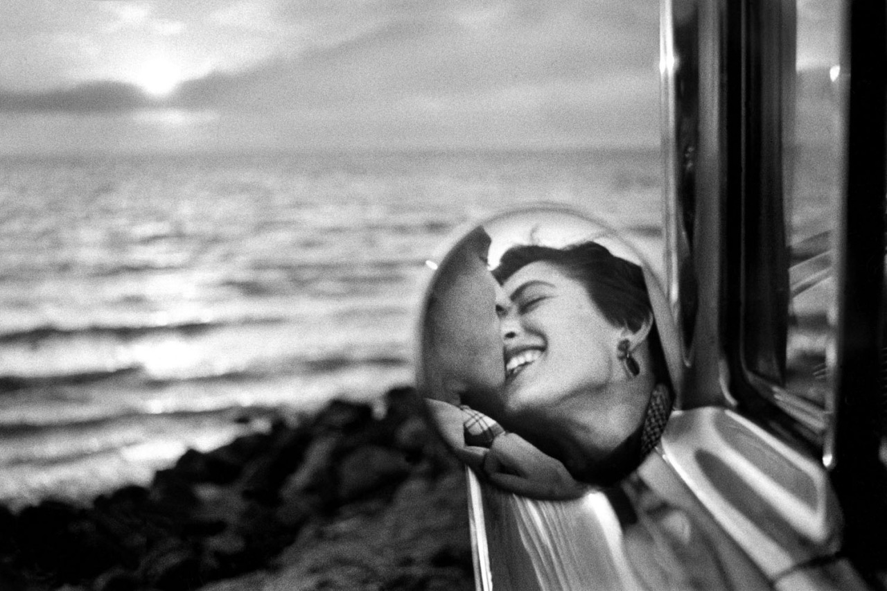 Elliott Erwitt—Magnum To commemorate Valentine's Day in a unique and moving way, LightBox turned to Elliott Erwitt's sprawling archive for inspiration.