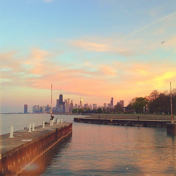tuesday evening sunset with @dashedlines. (at Diversey Harbor Marina)