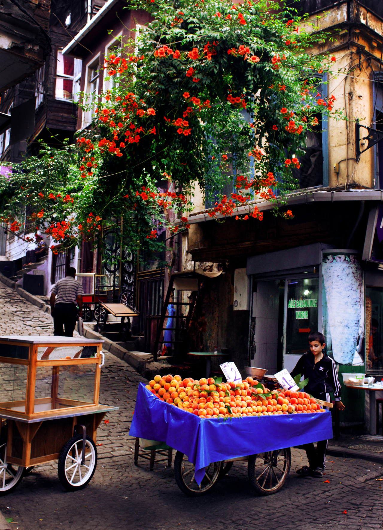 amandapicotte:  Boy selling peaches - Istanbul, Turkey - July 2012