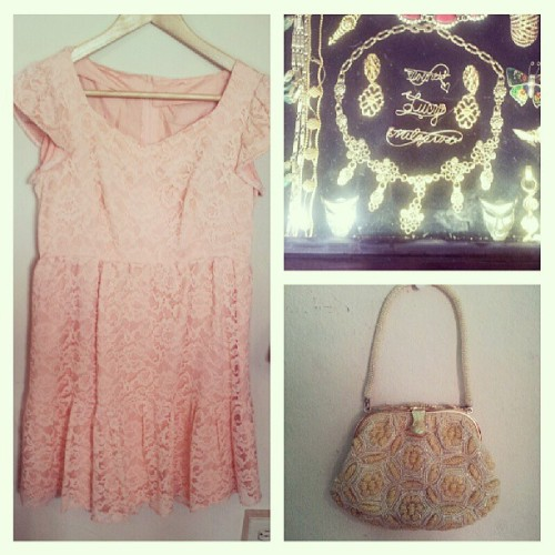 Graduation Time #peach #lace #vintage #dress #gold #necklace #beading #party #bag #purse #graduation #instavintage #outfits #ounascloset
