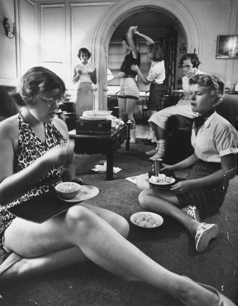theniftyfifties:  Students having some downtime, 1956. Photo by Hank Walker for Life magazine.