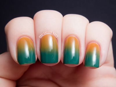 chalkboardnails:  Simple 70s Gradient China Glaze Desert SunOPI Jade Is the New Black