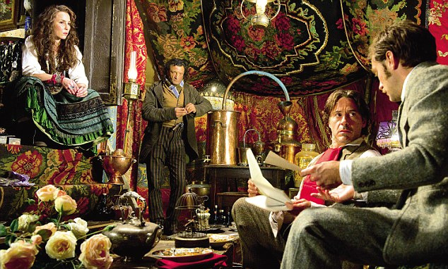 "sobbert-downey-jr:  ""Sherlock Holmes : A Game Of Shadows"" - Making Of"