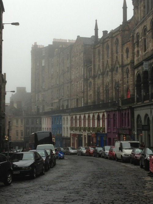 forochel:  A misty morning on Victoria Street, Edinburgh