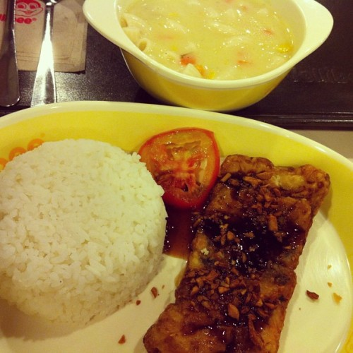 Dinnnnnur: Sopas and Garlic bangus.  (at Jollibee)