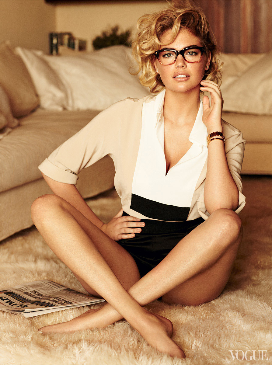 Tom Ford Frames Vogue cover girl Kate Upton is smokin' hot and turning heads on newsstands this month (see the slideshow). Sure, we're feelin' her Jason Wu shorts, but the real zinger are these Tom Ford frames. Of course we ran to eBay to scope out some similar models available. Here's what we found: Tom Ford Brown Gradient Frames and Traditional Black  (Photo: Mario Testino for Vogue. Text by Jauretsi)