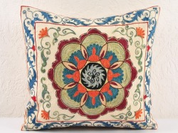 ledecorquejadore:  Suzani - hand embroidered pillow with suzani pattern (via Hand embroided suzani pillow | Decorative Pillows)
