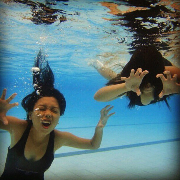 Anti-boredom. Hahaha. #ThrowBackSaturday #SwimmingClass :)))
