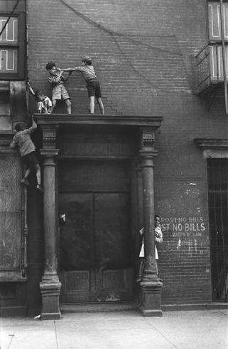 Helen Levitt, New York ca. 1940 (Kids Playing Above Doorway). Today we celebrate the birth of Helen Levitt.