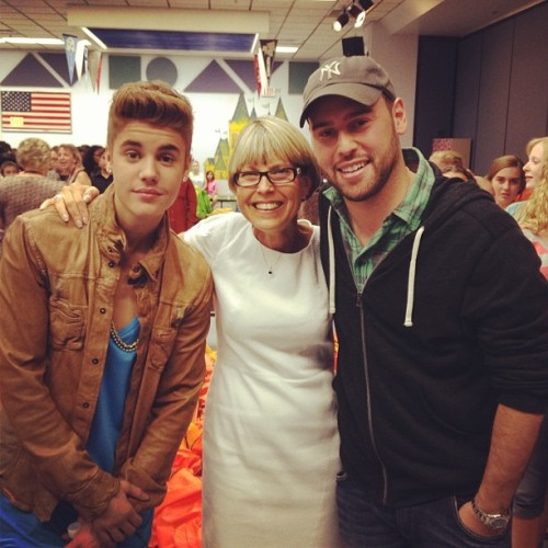 bieber-news:  scooterbraun: We are back. This is one inspiring woman and that was an incredible day. #giveback #childhungerendshere @justinbieber