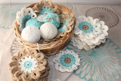soaring-imagination:  Beautiful flowers and colours in these crochet flowers by Eugenia (uju1960 on Flickr).  Flores, en tonos delicados….