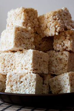 delectablefoods:  brown butter crispy rice treats.