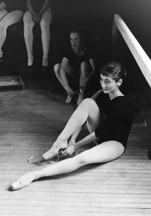 Students at the National Ballet School of Canada, 1957. Photo by Michel Lambeth.