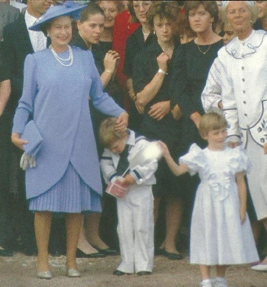 royallilibeth:   The Queen and Prince William after Prince Andrew and Sarah's wedding 23 July 1986  Liz as a grandma