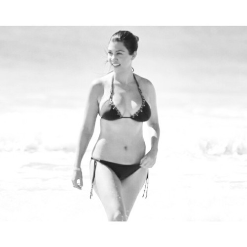 Queen @kourtneykardash's amazing beach bod!
