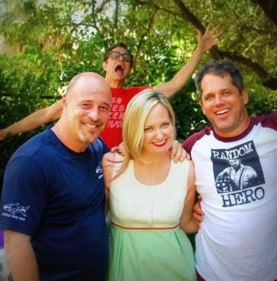 its-a-lucy-thing:  Johnny brings photo-bombing to a whole new level.