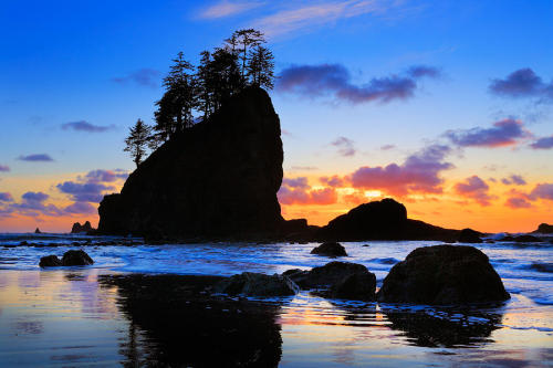 lori-rocks:   Sunset at Second Beach in Washington state's Olympic National Park by Inge Johnsson