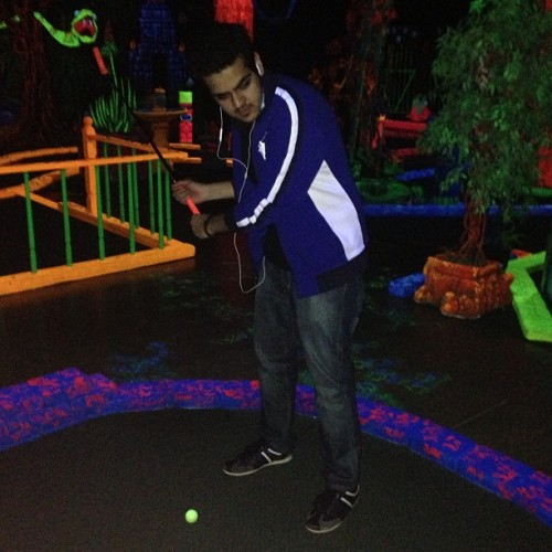 #pdx #glowinggreensminigolf #glowinggolf #glowing #golf #glow #portland #portlanddowntown #oregon #usa #enjoyable #entertainment #playinggolf #playing #alsaygh_qtr #mini #minigolf #friend (at Glowing Greens Mini Golf)