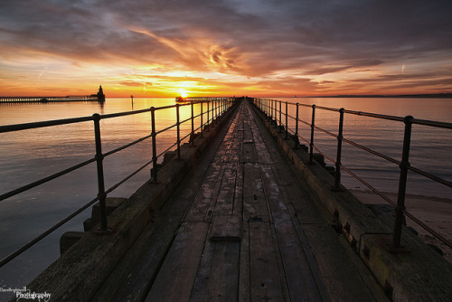 agoodthinghappened:  Pier Into The Sun by Dave Brightwell on Flickr.