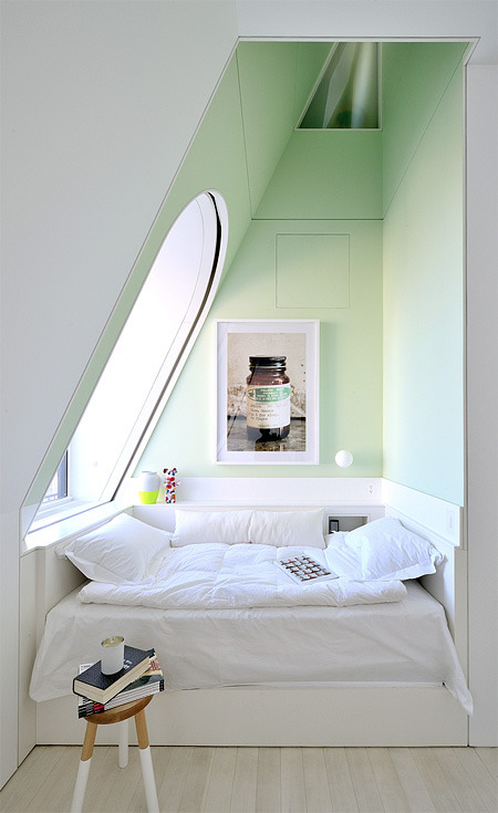 teachingliteracy:  book nook. myidealhome: (via toxel)
