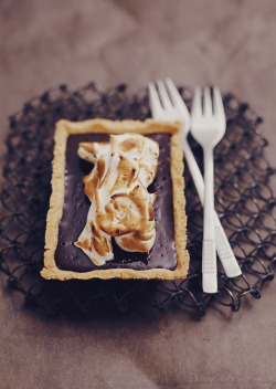 grayskymorning:  Chocolate Tart + Meringue
