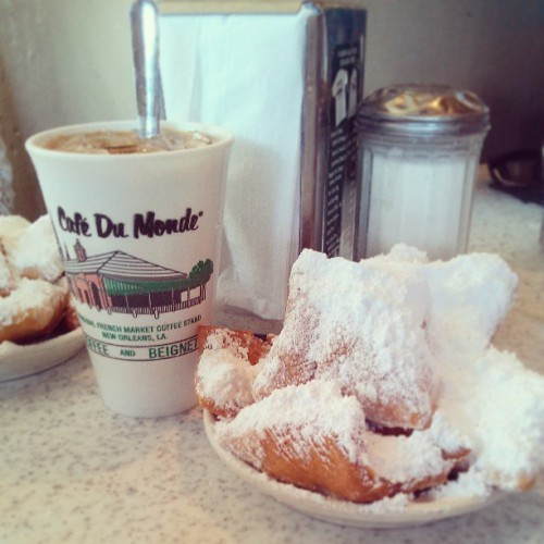 The one the only beignet and coffee at Café dau monde!! (at Café Du Monde)