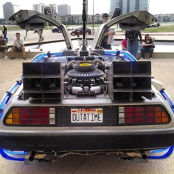 juliothehero:  Oh just going back to the future no big deal! #dallas #ComicCon #backtothefuture #cbam