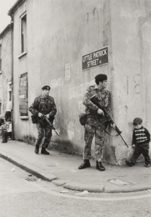 cosmosonic:  British soldiers in Belfast, Northern Ireland. 1973
