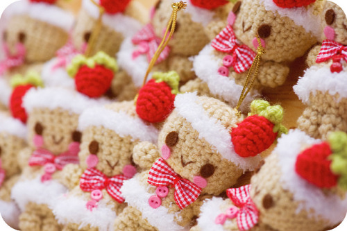 wee-little-things:  strawberry gingerbread by sugarelf on Flickr.