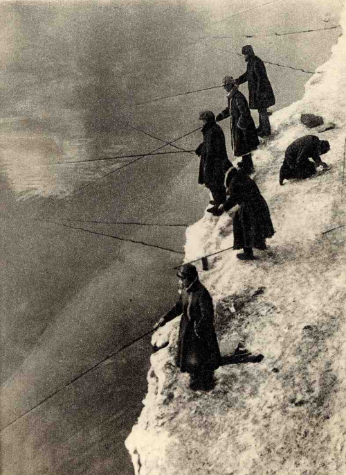 Winter on the Moscow River, 1929 photo by G. Petrusov