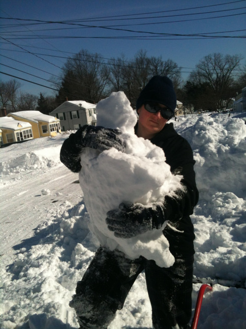 auntiehornblower:  Ironicsnowflake the Abominable Snowdude and a snow boulder.  Aw. It's a snowbaby. She's hugging her snowbaby.
