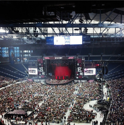redtournews:  Taylor is about to take the stage in Detroit!! (x)