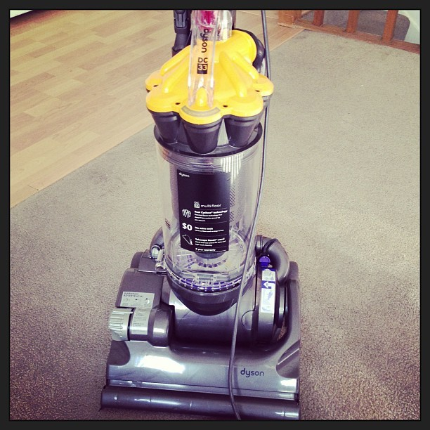 Lets give this bad boy a whirl!!! #dyson #domesticgoddess #happyhousewife #finallyanexcuseforadyson #newhouse #firsthouse