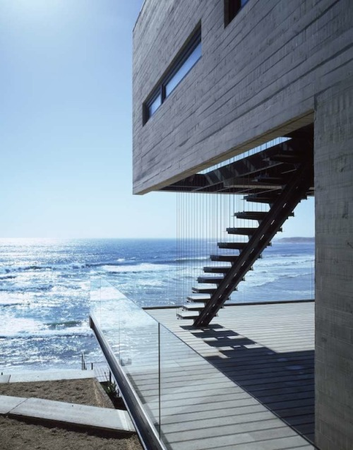 cjwho:  Hillside Chilean Vacation Home With A Pacific Ocean View  them stairs.