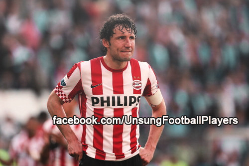 "Mark Van Bommel played his last Football match in a match between Twente and PSV. PSV lost 3-1 and, in what the legendary midfielder considers a ""shame"", Van Bommel was sent off, after two yellow cards. Mark, 36 years old, ends his career after playing for Fortuna Sittard, Barcelona, Bayern Munchen and Milan, before going back to the team he loves, PSV to complete 7 seasons with the club from Eindhoven (from 1999-2000 to 2004-2005 and 2012/2013)."