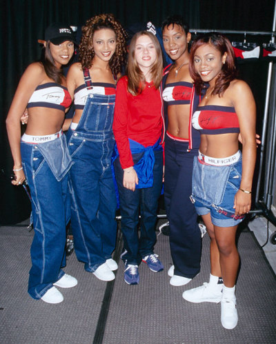 gabelina:  frickyeah1990s:  Scarlett Johansson with Destiny's Child in 1998  l o l
