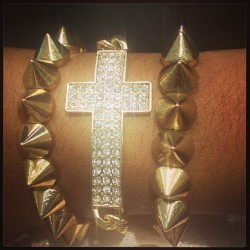 🙏#armcandy #armparty #fashion #jewelry