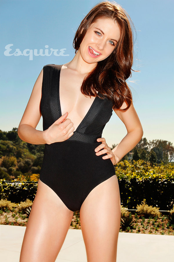 capncarrot:  Esquire loves Alison Brie