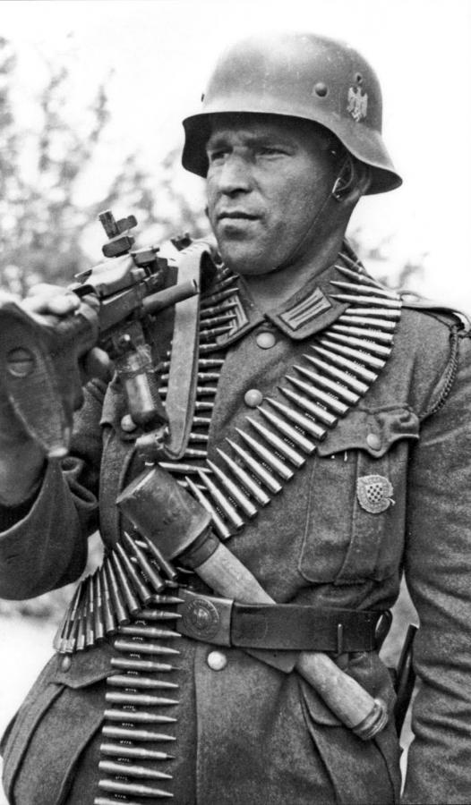 mehrseinalsscheinen:  Croatian MG34 gunner of the 369th infantry division with legion commemorative badge.  No Y-Straps? No problem. Bullet belt facing inwards? No problem. Whistle  lanyard in the pocket - To let the slav's know when there will be problems.